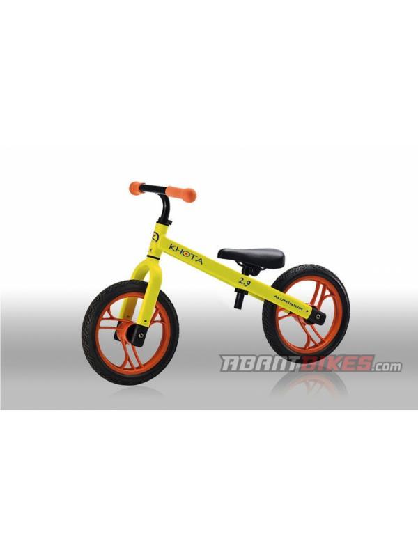 Bicicleta Khota 2.9 Push BikeTrial - Amarillo (1.5 - 4 años) - Bicicleta Khota 2.90 Push Bike sin pedales para niños y niñas. Perfecta para aprender a ir en bicicleta y iniciarse en el mundo del BikeTrial.  LA BICICLETA SIN PEDALES MÁS LIGERA DEL MERCADO para niños y niñas entre 1.5 y 4 años.