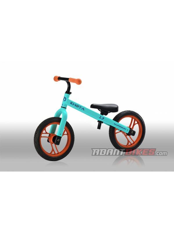 Bicicleta Khota 2.9 Push BikeTrial - Azul (1.5 - 4 años) - Bicicleta Khota 2.90 Push Bike sin pedales para niños y niñas. Perfecta para aprender a ir en bicicleta y iniciarse en el mundo del BikeTrial.  LA BICICLETA SIN PEDALES MÁS LIGERA DEL MERCADO para niños y niñas entre 1.5 y 4 años.