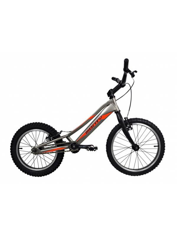 Monty 205 Kaizen 2018  - La nueva Monty 205 Kaizen 2018. Es una bicicleta de Biketrial especial para la iniciación de entre 4 y 7 años de edad. Con ruedas de 18 pulgadas delante y 16 detrás, y frenos V-Brake, es ideal para iniciarse en el biketrial.