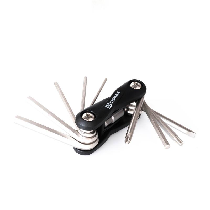 Multi herramienta Comas - 10 funciones - Negro - Kit llave multi herramienta Comas con 10 funciones. Ideal para llevar en la mochila de todo trialero. Ligeras, compactas y con diferentes herramientas esenciales para ajustar una bicicleta de biketrial.